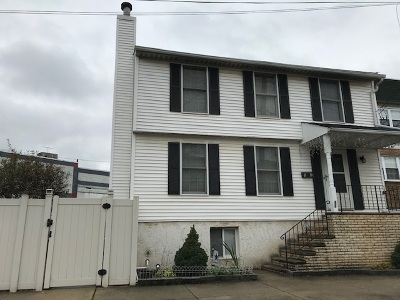 Bayonne Single Family Home For Sale: 88 Cottage St