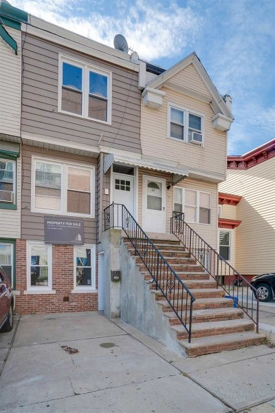 Jersey City Single Family Home For Sale: 781 Montgomery St