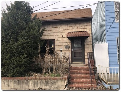 North Bergen Single Family Home For Sale: 6717 Bergenwood Ave