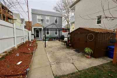 Bayonne Single Family Home For Sale: 99 West 16th St
