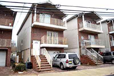 North Bergen Single Family Home For Sale: 3810 Liberty Ave