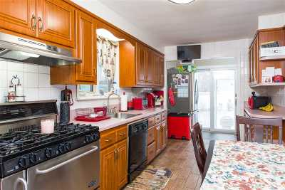 North Bergen Single Family Home For Sale: 7508 3rd Ave