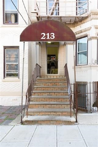 Union City Condo/Townhouse For Sale: 213 48th St #3A