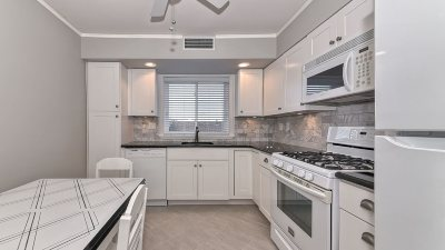 Bayonne Condo/Townhouse For Sale: 68 West 32nd St #4B