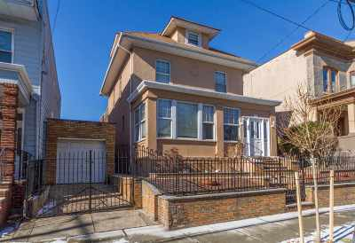 Weehawken Single Family Home For Sale: 123 Hauxhurst Ave
