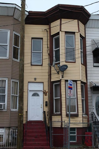 Jersey City Single Family Home For Sale: 463 Bergen Ave