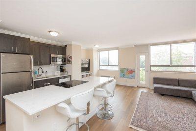 Union City Condo/Townhouse For Sale: 100 Manhattan Ave #417