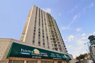 Union City Condo/Townhouse For Sale: 100 Manhattan Ave #1601
