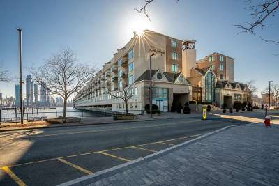 Weehawken Condo/Townhouse For Sale: 600 Harbor Blvd #905