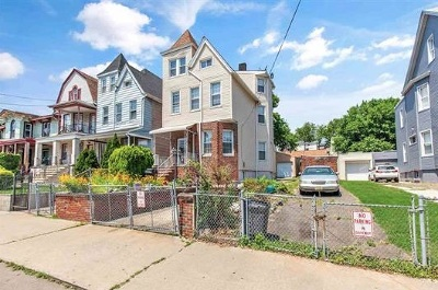 Jersey City Single Family Home For Sale: 197 Arlington Ave