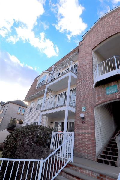 Edgewater Condo/Townhouse For Sale: 300 Crown Ct #512