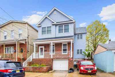 Bayonne Single Family Home For Sale: 46 West 11th St