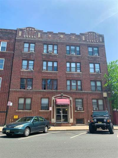 North Bergen Condo/Townhouse For Sale: 7508 Park Ave #403