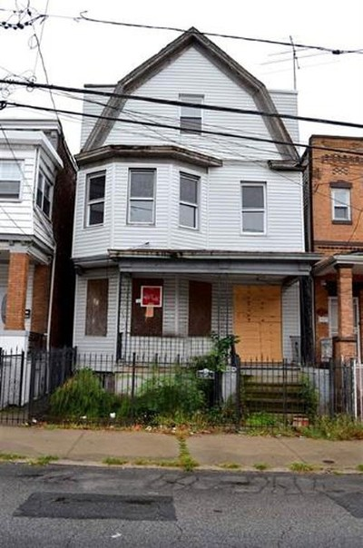 Jersey City Multi Family Home For Sale: 233 Bayview Ave