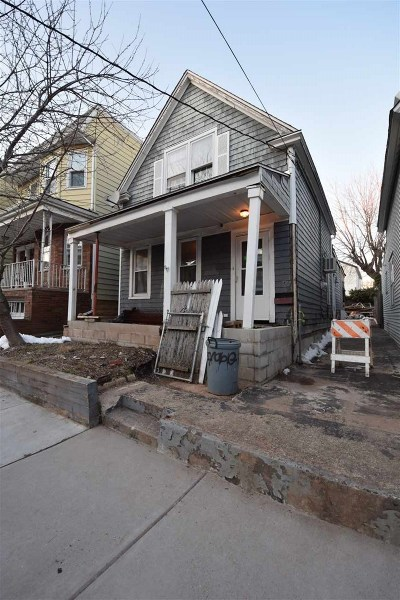 Bayonne Single Family Home For Sale: 37 East 15th St