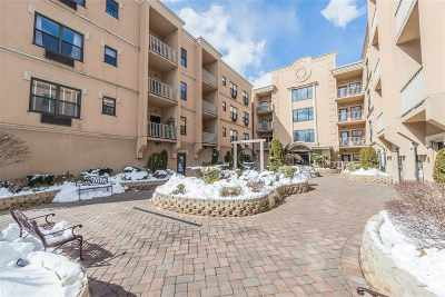 North Bergen Condo/Townhouse For Sale: 8915 Bergenwood Ave #4