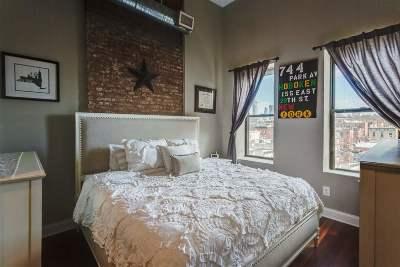 Hoboken Condo/Townhouse For Sale: 744 Park Ave #5R