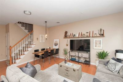 Jersey City Condo/Townhouse For Sale: 25 Duncan Ave #205
