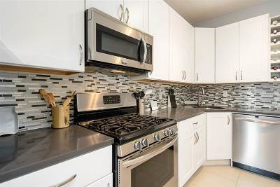 Hoboken Condo/Townhouse For Sale: 815 Park Ave #3R(6)