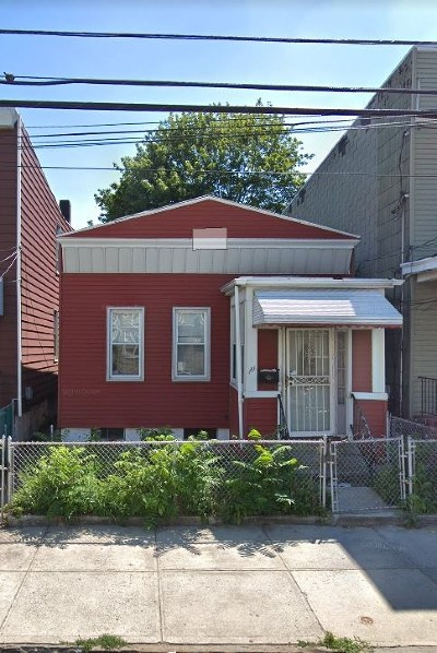Jersey City Single Family Home For Sale: 161 Woodlawn Ave