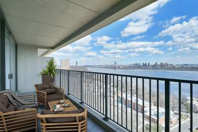 Fort Lee Condo/Townhouse For Sale: 3 Horizon Rd #1406