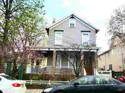 Bayonne Single Family Home For Sale: 16 Latourette Pl