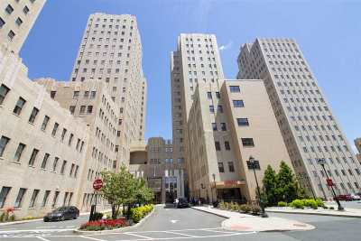 Jersey City Condo/Townhouse For Sale: 4 Beacon Way #105
