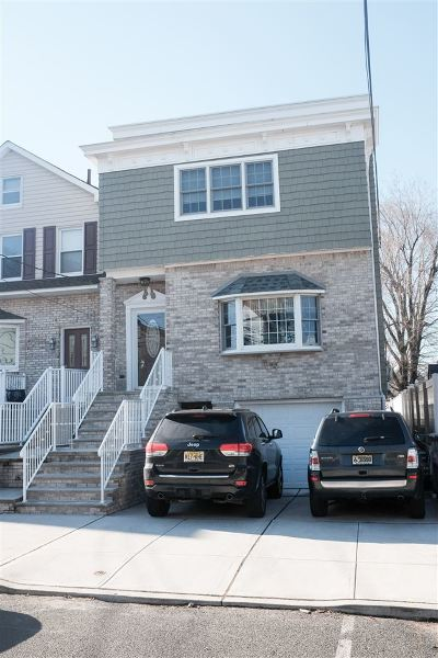 Bayonne Single Family Home For Sale: 16 East 44th St