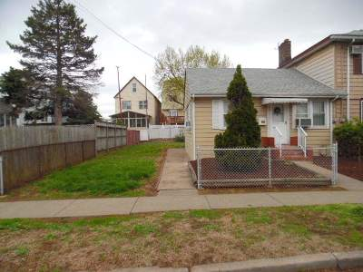 Bayonne Single Family Home For Sale: 79 Zabriskie Ave