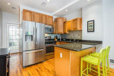 Jersey City Single Family Home For Sale: 338 5th St