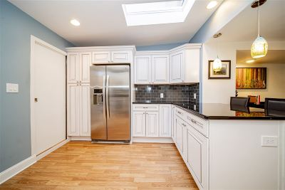 Jersey City Single Family Home For Sale: 296 6th St