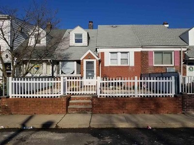 Bayonne Single Family Home For Sale: 49 Parkside Lane