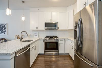 Jersey City Condo/Townhouse For Sale: 850 Newark Ave #4D