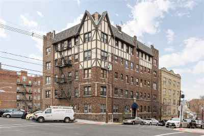 North Bergen Condo/Townhouse For Sale: 40 74th St #4D