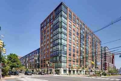 Hoboken Condo/Townhouse For Sale: 1100 Maxwell Lane #215