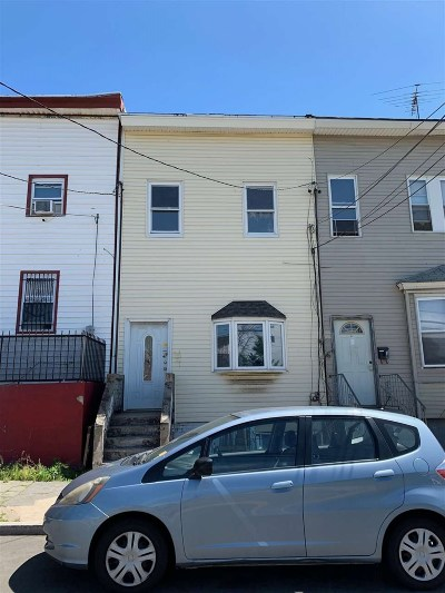 Newark Single Family Home For Sale: 30 Wright St