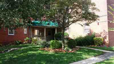 North Bergen Condo/Townhouse For Sale: 210 Woodcliff Ave #1C