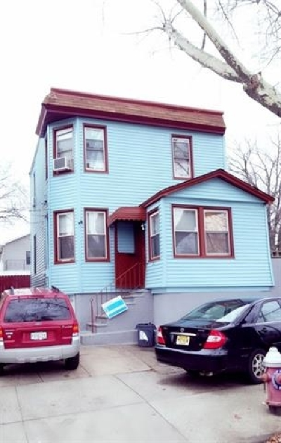 Jersey City Single Family Home For Sale: 223 Olean Ave