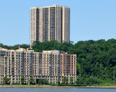 North Bergen Condo/Townhouse For Sale: 7855 Blvd East #27i