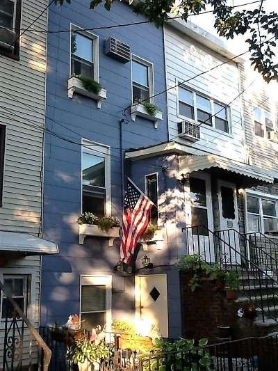 Jersey City Single Family Home For Sale: 131 Thorne St