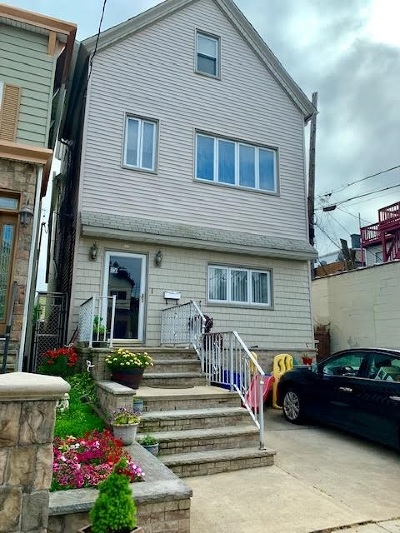Bayonne Single Family Home For Sale: 10 East 44th St