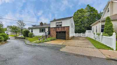 Bayonne Single Family Home For Sale: 1 Howard Pl