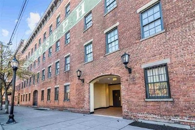 Jersey City Condo/Townhouse For Sale: 227 Christopher Columbus Dr #214B