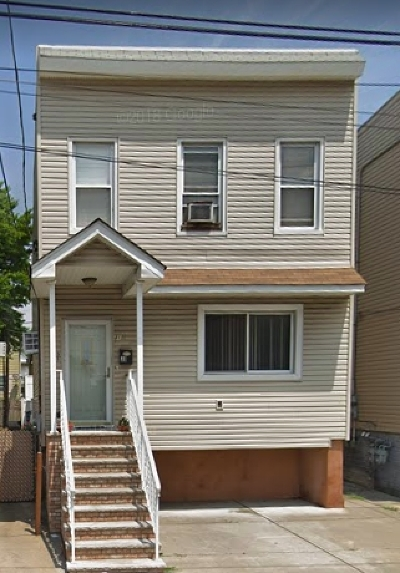 Bayonne Single Family Home For Sale: 31 West 28th St