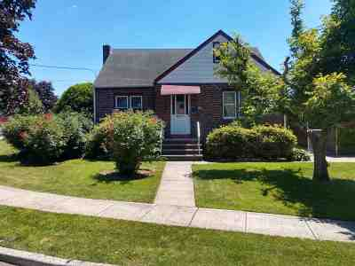 Secaucus Single Family Home For Sale: 8 Elizabeth Ct