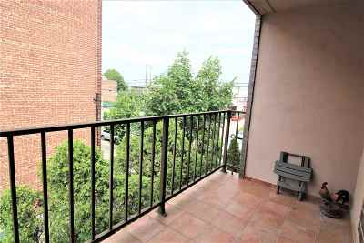 Bayonne Condo/Townhouse For Sale: 1001 Ave C #C2