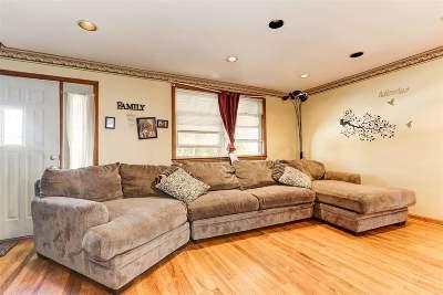 Bayonne Single Family Home For Sale: 46 Humphrey Ave