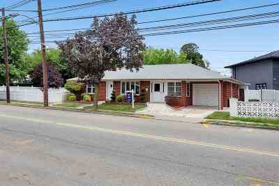 Secaucus Single Family Home For Sale: 1450 Paterson Plank Rd