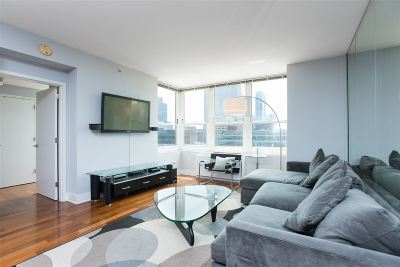 Jersey City Condo/Townhouse For Sale: 88 Morgan St #1506
