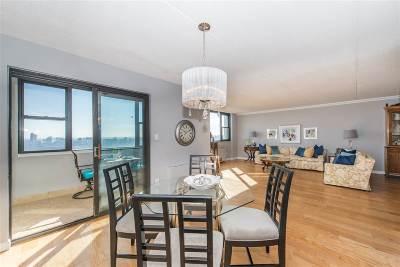 Cliffside Park Condo/Townhouse For Sale: 250 Gorge Rd #26J